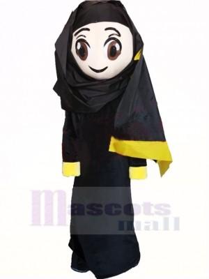 Mignonne arabe Fille dans Noir Mascotte Costume Dessin animé