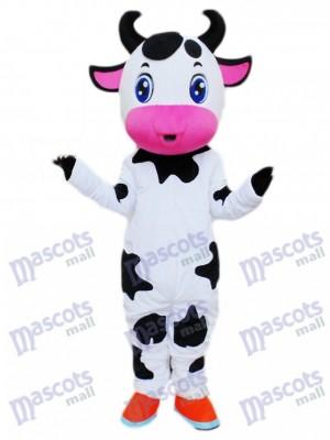 Dessin animé de mascotte de vache mignonne yeux bleus